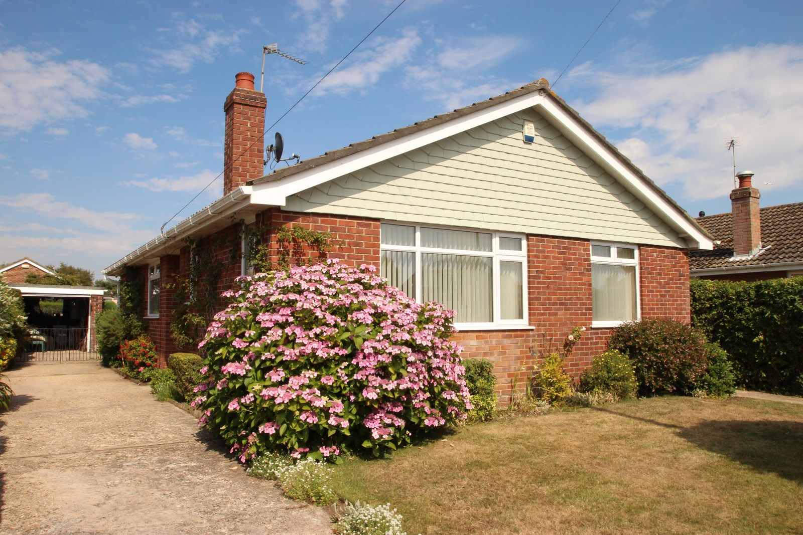 3 bedroom bungalow in mudeford estate agents mudeford 3 bedroom bungalow