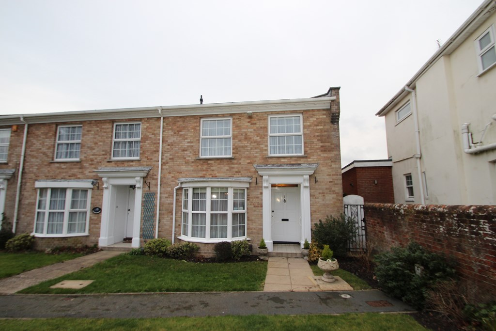 3 Bedroom House in Stanpit