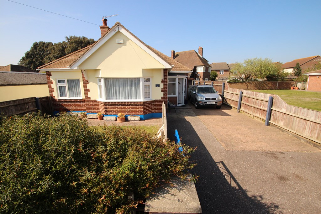 3/4 Bedroom Chalet With 1 Bedroom Annexe in Mudeford