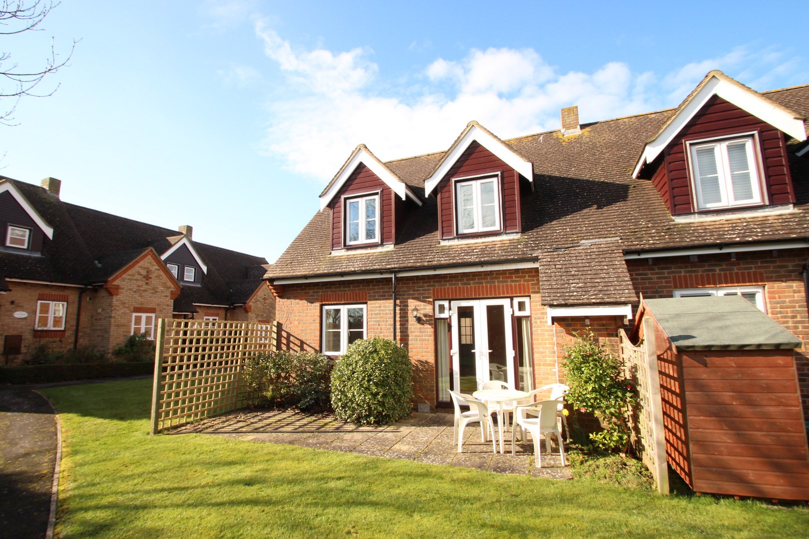 2 bedroom retirement cottage in mudeford estate agents for Two bedroom cottages