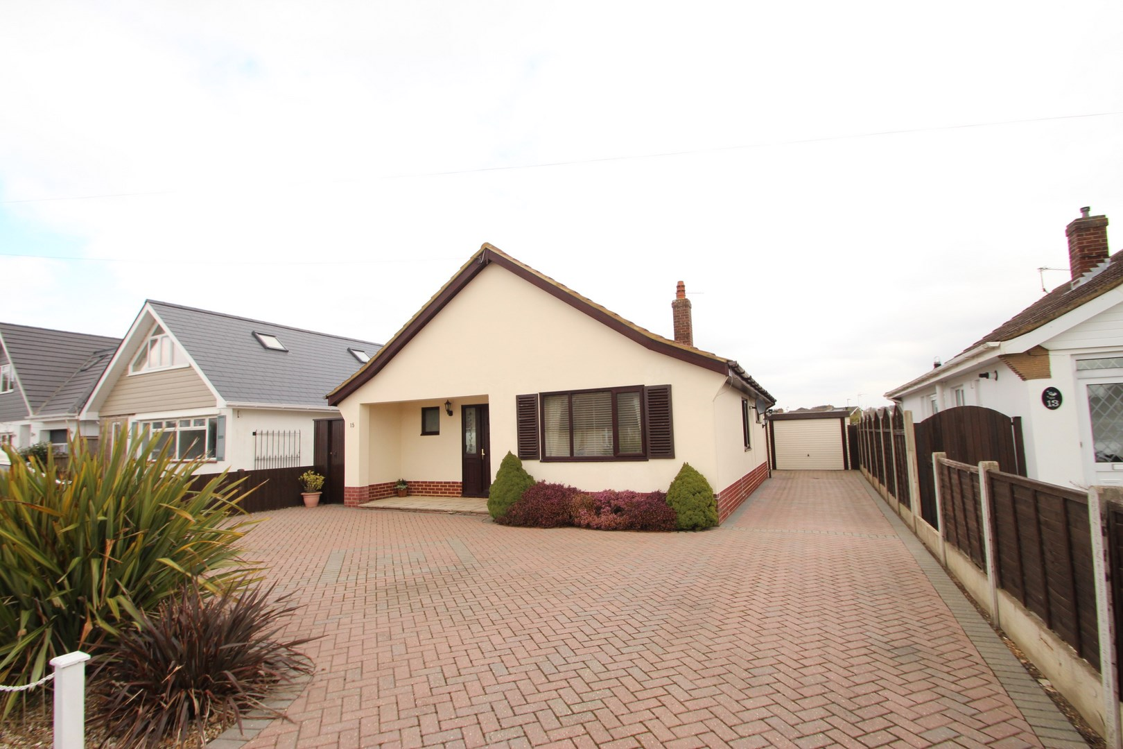 2 bedroom bungalow in mudeford estate agents mudeford for Modern house estate agents